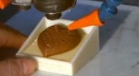 Принтер печатает шоколадки